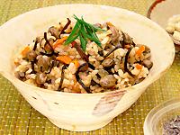 塩こんぶと煎り大豆の炊き込みご飯