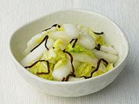塩こんぶで白菜の浅漬け